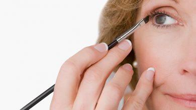 Photo of How to apply eyeliner for older women to enhance eyes
